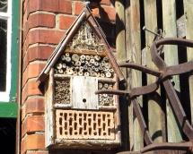 Ein Insektenhotel aus Naturmaterialien